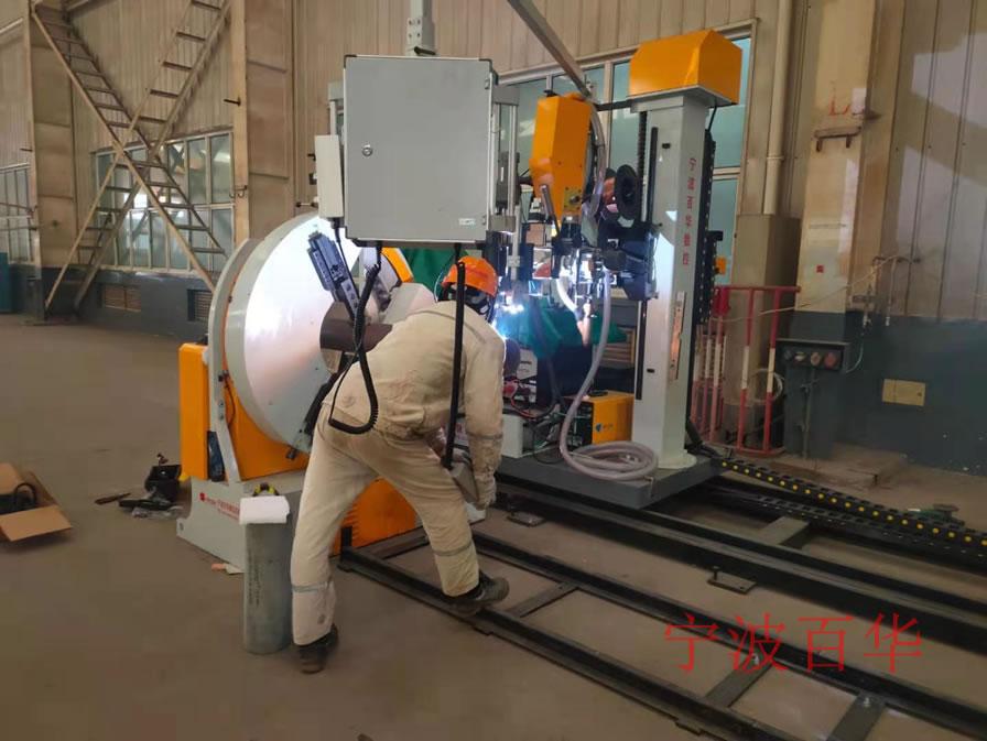 U型卡钳式管道自动焊机